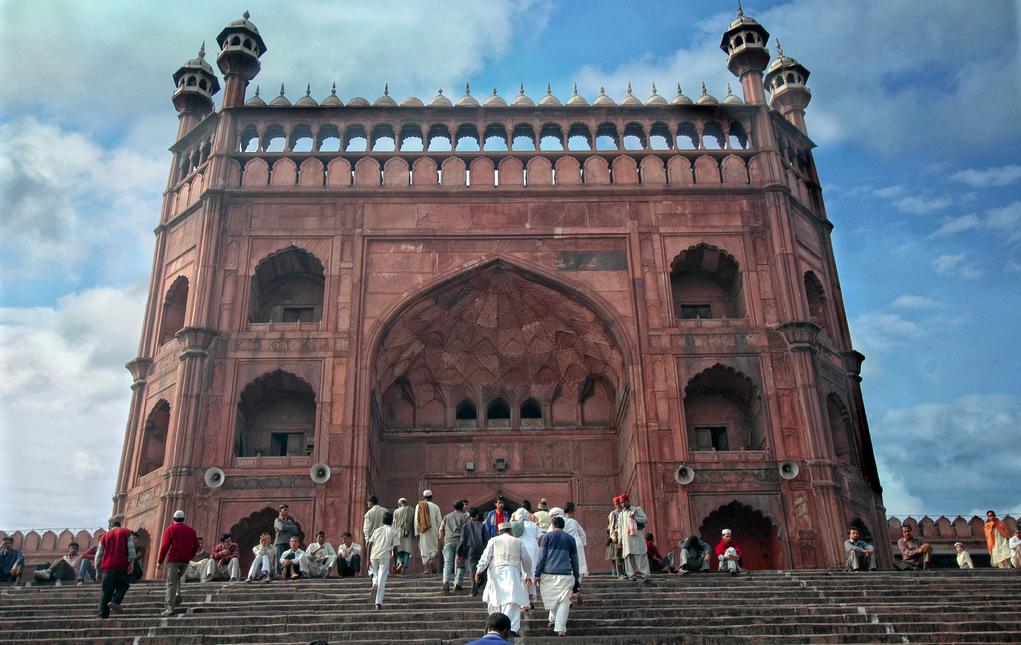Berjalan Ke Masjid