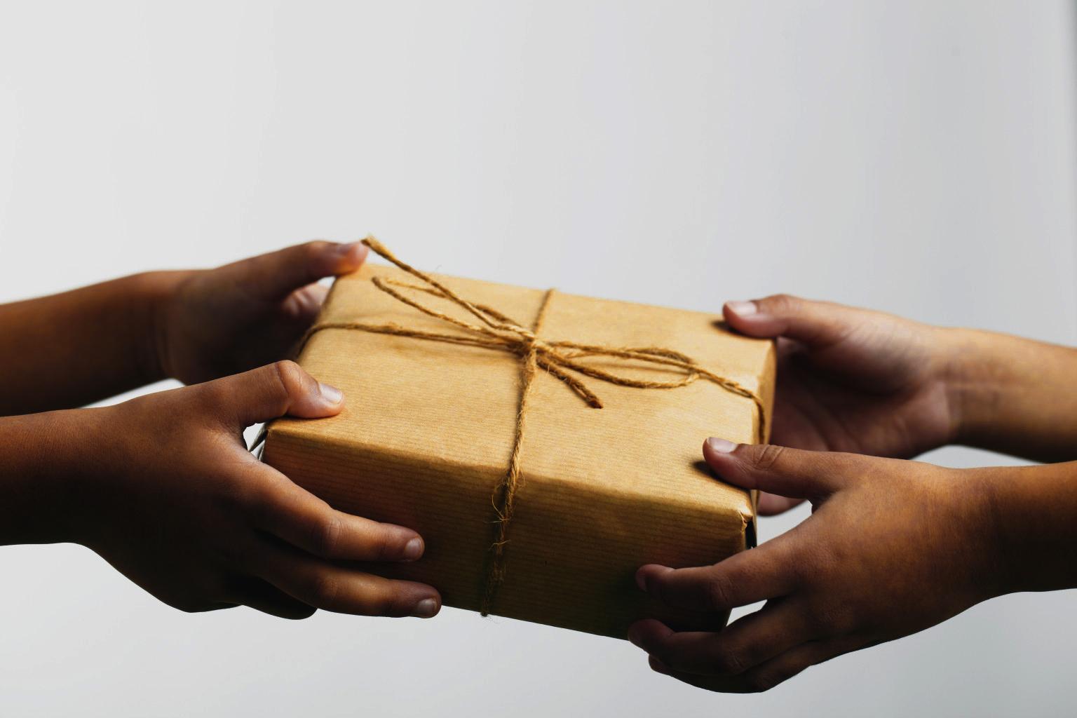 Lebih banyak kita memberi, lebih banyak kita akan menerima. [Dylan]